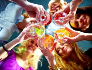 Participer à des soirées et des sorties entre célibataires
