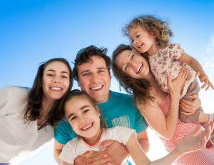 Partir en vacances : quels avantages pour les familles nombreuses ?/ iStock.com - yaruta