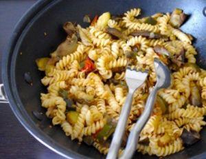 Pâtes aux tomates séchées et aux artichauts poivrade
