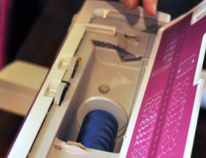 Placer la bobine sur la machine à coudre