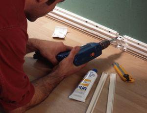 Préparer les plinthes pour le passage des fils