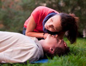 Premiers secours : quoi faire pour venir en aide à une personne en difficulté ?