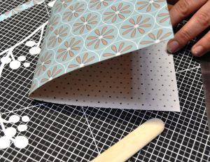Préparer votre carte avant de décorer au ciseau cranteur