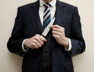 Charismatique et manipulateur, le psychopathe peut se cacher sous un complet-cravate.