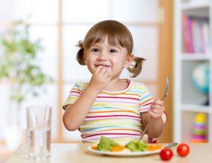 Qu'est-ce qu'un menu équilibré pour un enfant / iStock.com -oksun70