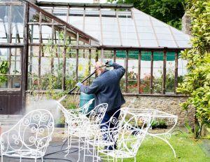 Quand faut-il nettoyer sa serre de jardin ?