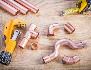 Raccord en cuivre, en laiton ou en PER : lequel choisir ? / iStock.com -mihalec