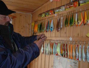 Des gros leurres dans de ce magasin de pêche suédois