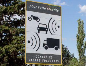 Panneau annonçant la présence de radars automatiques - copyright Micka13 / creative commons