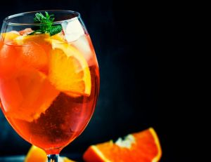 re/recette-venitienne-du-cocktail-spritz-istock-com-5ph-201-1522337709.jpg