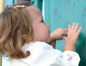 Reconnaître et prendre en charge un enfant sourd