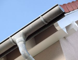 Remplacer un tuyau de descente en PVC