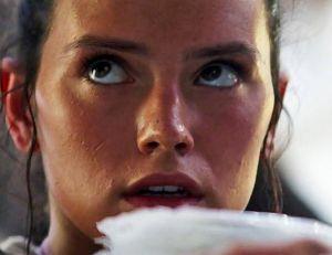 Les jouets Star Wars auront mis le temps avant d'intégrer définitivement le personnage de Rey aux côtés des protagonistes masculins...