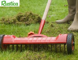 Un scarificateur de pelouse -© C.Hochet