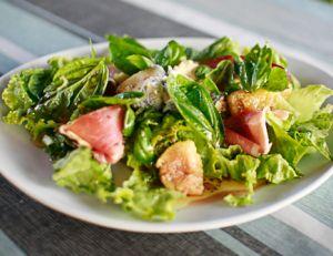Recette de la salade de figues, jambon cru et chèvre