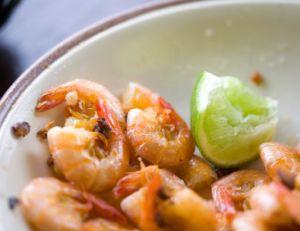 Salade de crevettes et à la confiture de piment