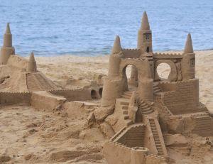 Quelques recommandations s'imposent, avant de se lancer dans la construction d'un château de sable...