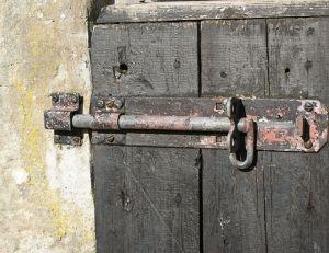 Comment s curiser une porte d 39 entr e d 39 un logement - Comment cacher une porte d entree ...