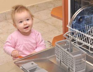 Sécurité de bébé dans la cuisine