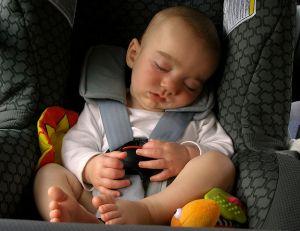 Position dos la route pour les si ges enfants for Siege auto obligatoire