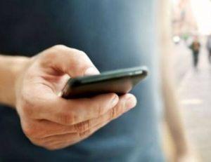 Apple s'apprêterait à améliorer l'outil Siri de façon à ce qu'il transcrive les messages vocaux en SMS.