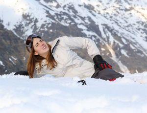 Sports d'hiver : les bons réflexes en cas d'accident / iStock.com - Antonio Guillem