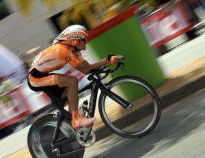Sans le savoir, certains coureurs du Tour de France sont favorisés, grâce aux voitures situées à proximité... - wikimedia commons / Celso Flores