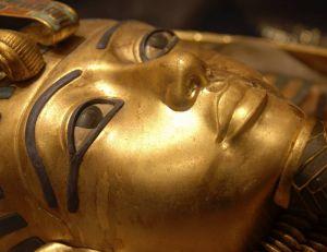 Et si les chercheurs avaient mis au jour un trésor comparable à celui qui accompagnait la momie de Toutankhamon ?