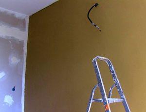 Poser un revêtement de mur sain et beau, l'argile