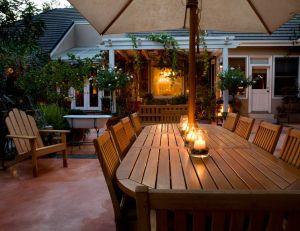 Utiliser de l'huile protectrice pour l'entretien du mobilier de jardin : conseils d'utilisation CapturedNuance/iStock