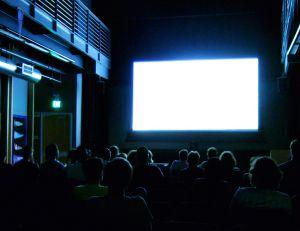 Pourquoi un film à la télévision est plus court qu'au cinéma