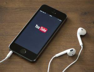 Il est tout à fait possible d'utiliser YouTube pour écouter de la musique en tâche de fond sur son iPhone