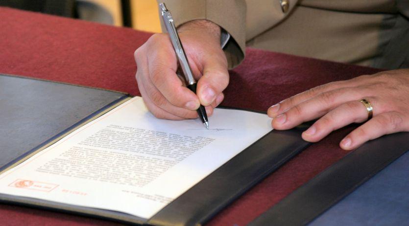 La copie de l'acte de naissance ou de mariage