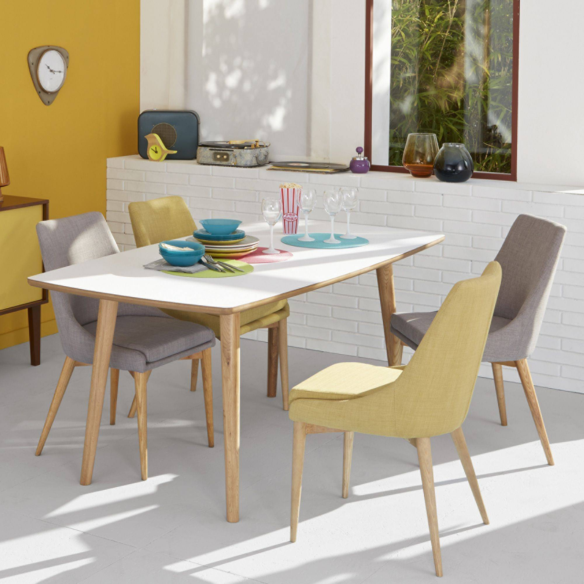Comment choisir entre chaise et tabouret for Table et chaise moderne