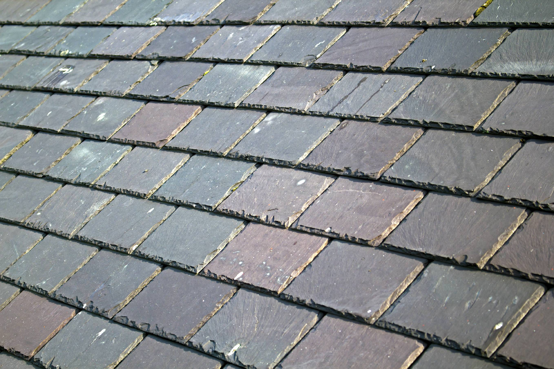Faire appel un artisan couvreur pour la pose d 39 ardoises for Comment nettoyer un toit en ardoise