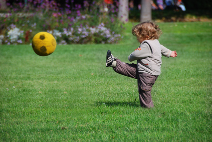 http://static.pratique.fr/images/unsized/as/astuces-enfant-jouer-dehors.jpg