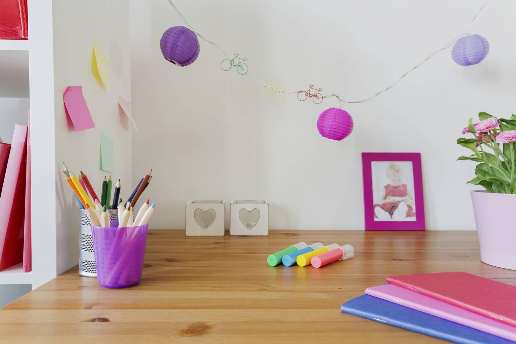 organiser le bureau de votre enfant. Black Bedroom Furniture Sets. Home Design Ideas