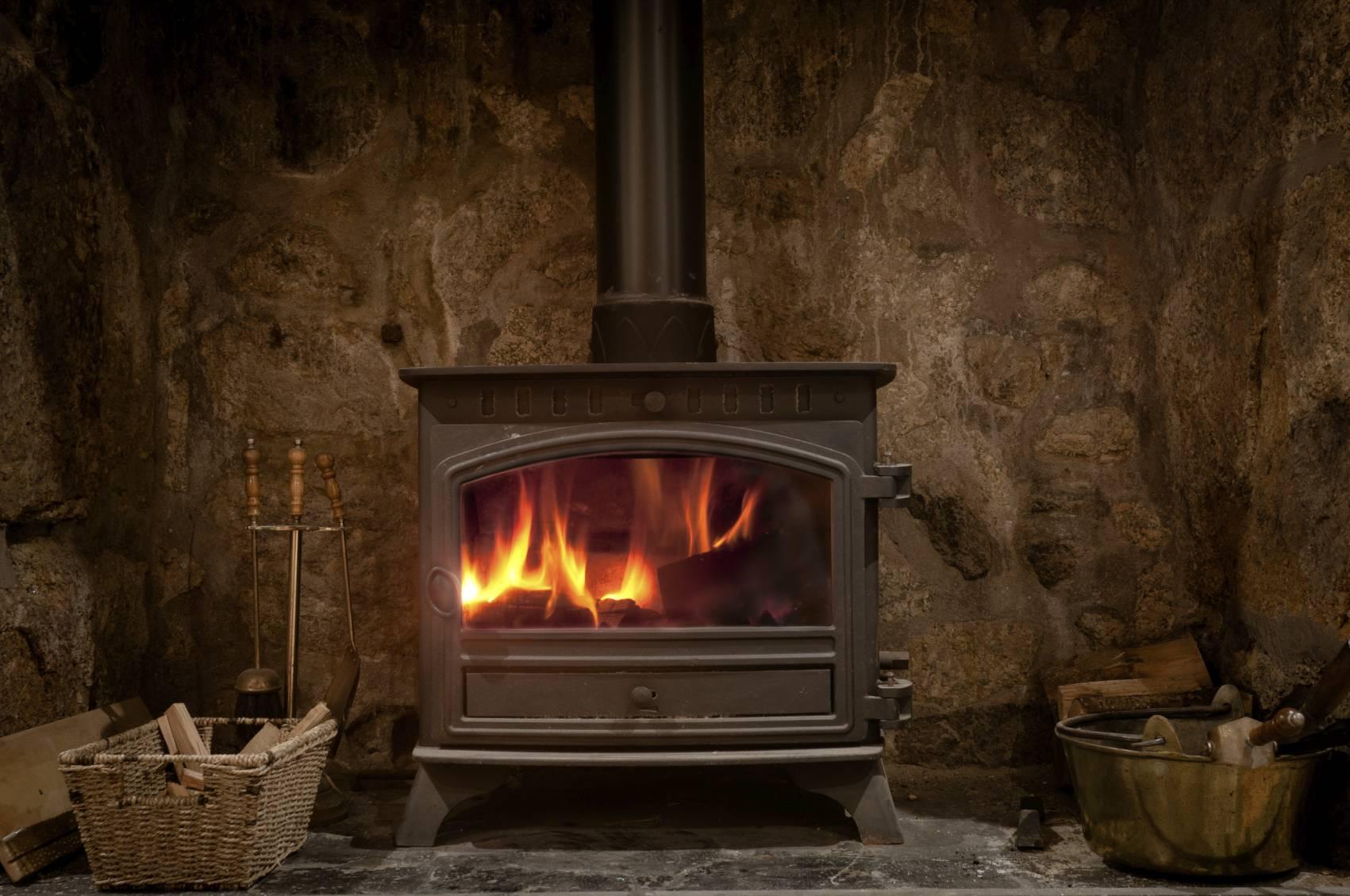 les differents combustibles pour poele bois. Black Bedroom Furniture Sets. Home Design Ideas