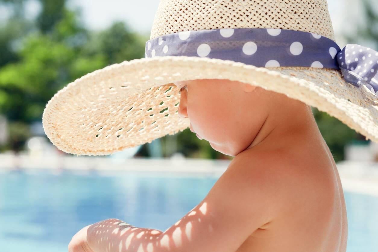 Comment Rafraichir Une Chambre De Bébé comment protéger bébé de la chaleur ? | pratique.fr