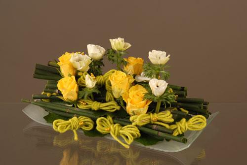 Art floral comment faire une composition avec des fleurs - Comment faire composition florale avec mousse ...