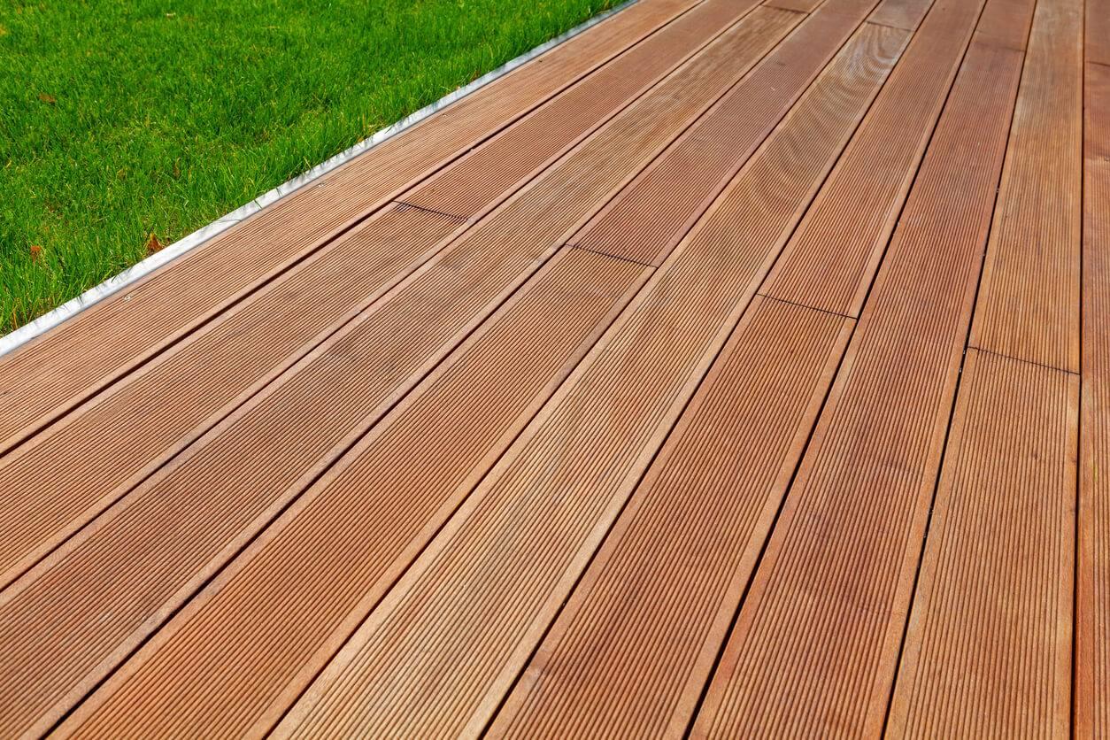 conseils et astuces pour entretenir une terrasse en bois. Black Bedroom Furniture Sets. Home Design Ideas