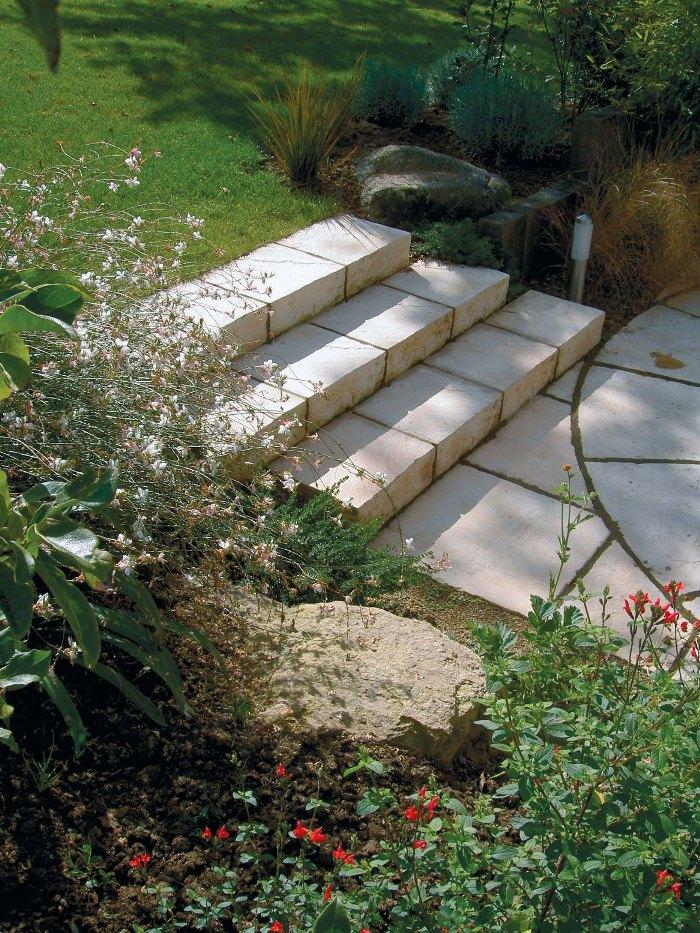 Escalier en pierre construire un escalier en pierre for Construire un escalier de jardin en bois