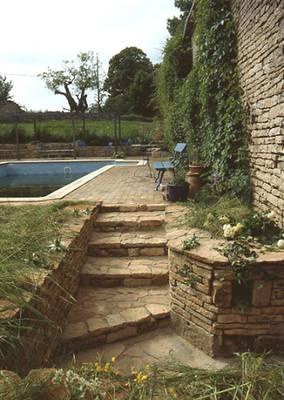 Construire un mur en pierre - Construire un muret de jardin ...