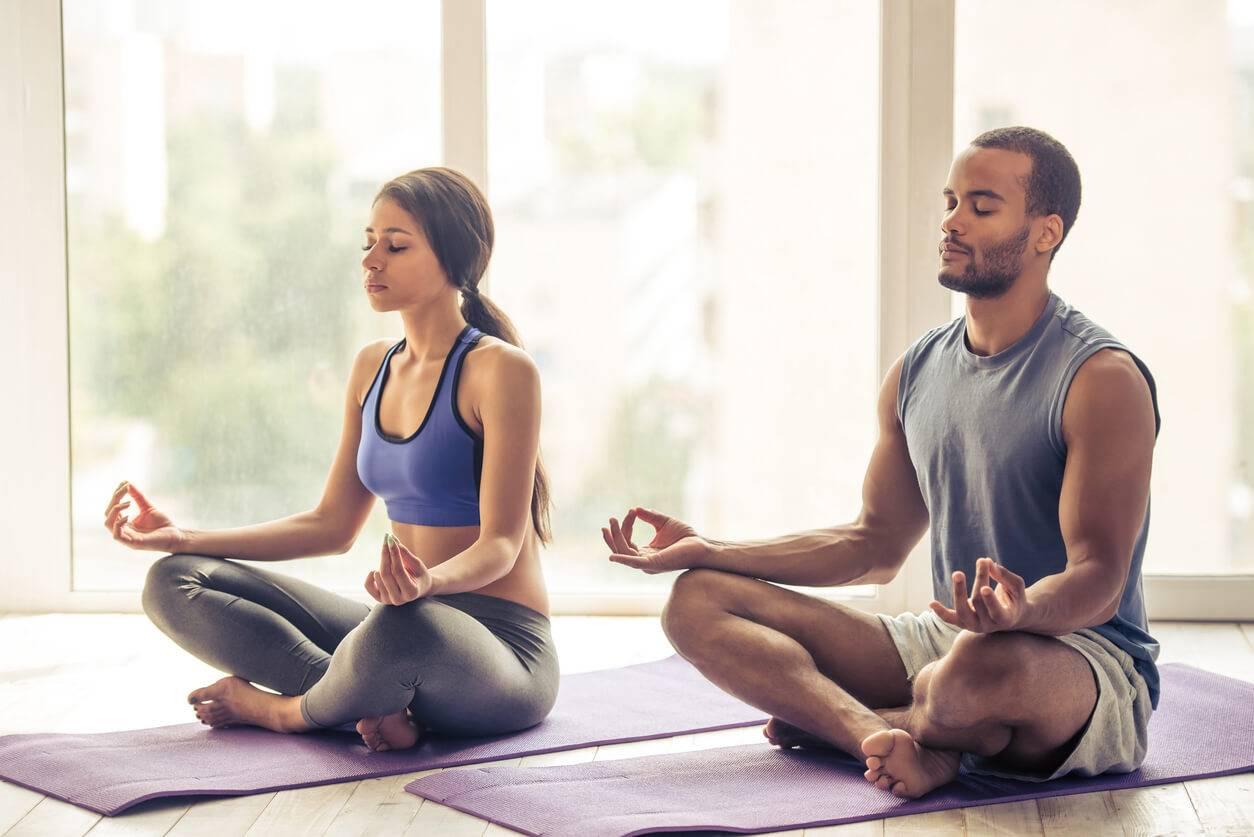 Yoga speed dating : la nouvelle tendance pour faire des rencontres amoureuses