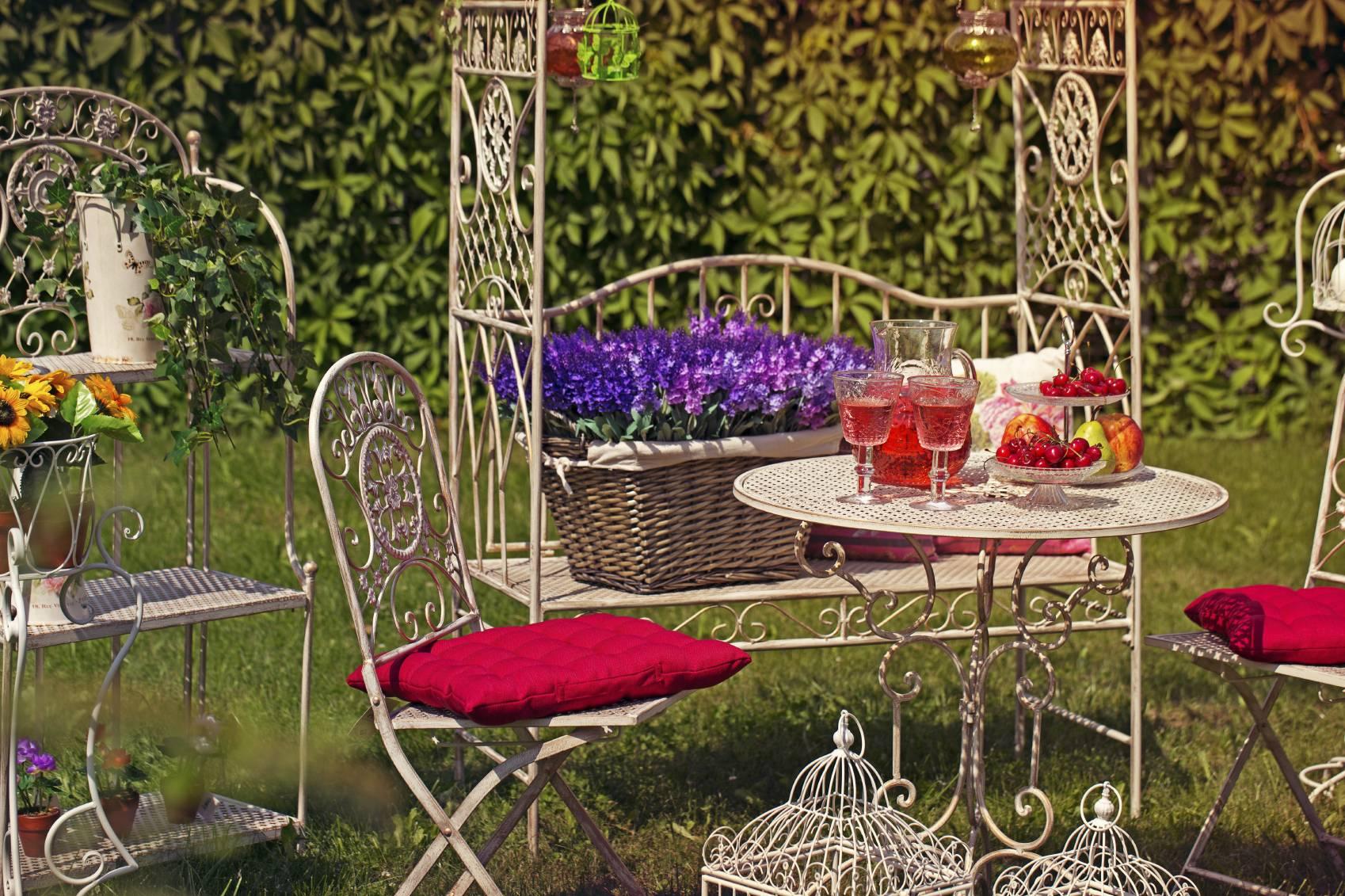 Adapter les couleurs des coussins de chaise vos meubles de jardin - Coussins de chaises de jardin ...