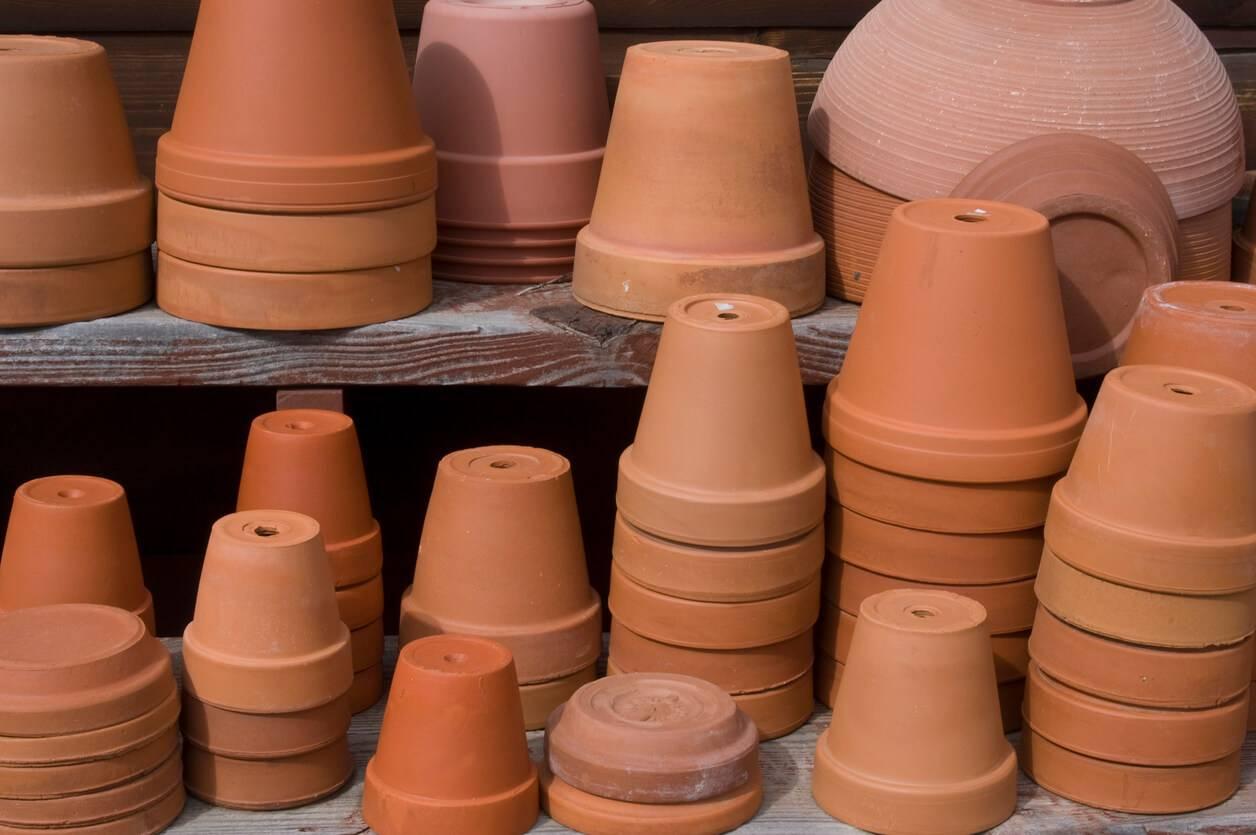 customiser ses pots terre cuite. Black Bedroom Furniture Sets. Home Design Ideas