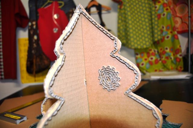 Fabriquer un sapin en carton for Sapin en carton a decorer
