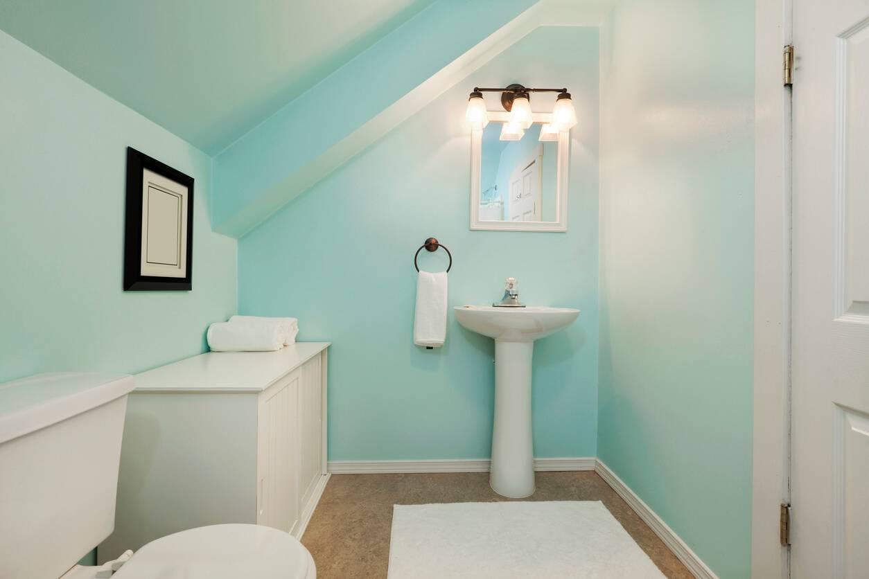 des astuces pour optimiser l 39 espace de votre salle de bains. Black Bedroom Furniture Sets. Home Design Ideas