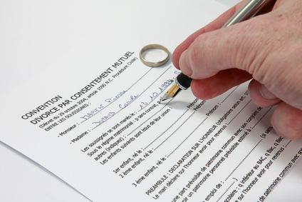 le divorce par consentement mutuel dissertation 13 févr 2011  en france en effet, le divorce par consentement mutuel fut instauré dès 1996,  tandis qu'à madagascar, aucune réforme conséquente n'a été.