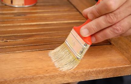 Entretenir et r parer le bois - Enlever le vernis d un meuble en bois ...